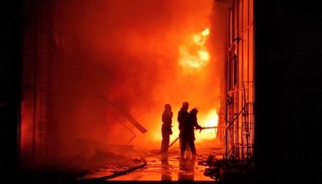 У Харкові згоріли десятки павільйонів на ринку «Барабашово»
