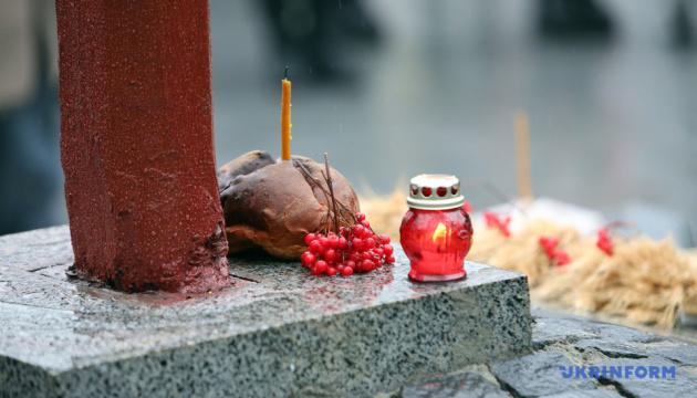 У Харкові відслужили панахиду біля Хреста пам'яті жертв Голодомору
