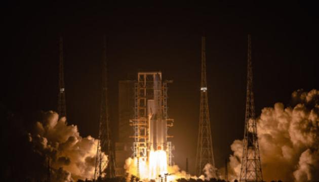 Китайський зонд вийшов на місячну орбіту