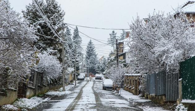 В Україні прогнозують сніг, дощ та до 10° тепла