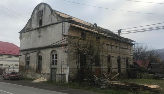 На Закарпатье реконструируют одну из старейших в Украине синагог