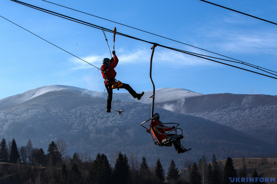 Mountain rescuers train in Zakarpattia region / Photo: Serhii Hudak, Ukrinform