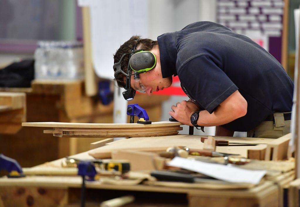 Попит на ремонт, складання, перетяжку, виготовлення і реставрацію зріс на 23%