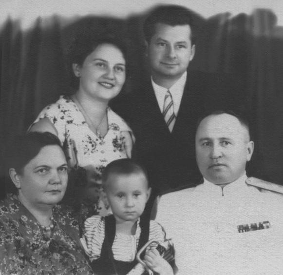 Андрій Сова та Галина Жирова із батьками - генералом інженерних військ Олександром Жировим із дружиною