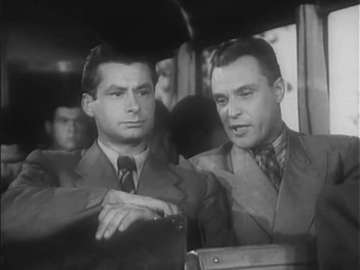 кадр із фільму Центр нападу, 1946 р.