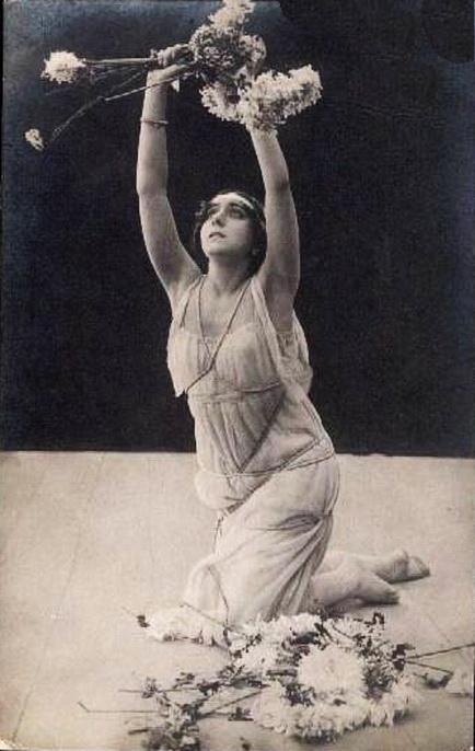 богиня Срібного віку, актриса Віра Караллі у фільмі Хризантеми, 1913 р.