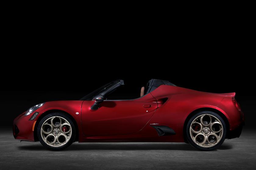 Alfa Romeo представил спорткар - изготовят всего 33 эксклюзивные экземпляры