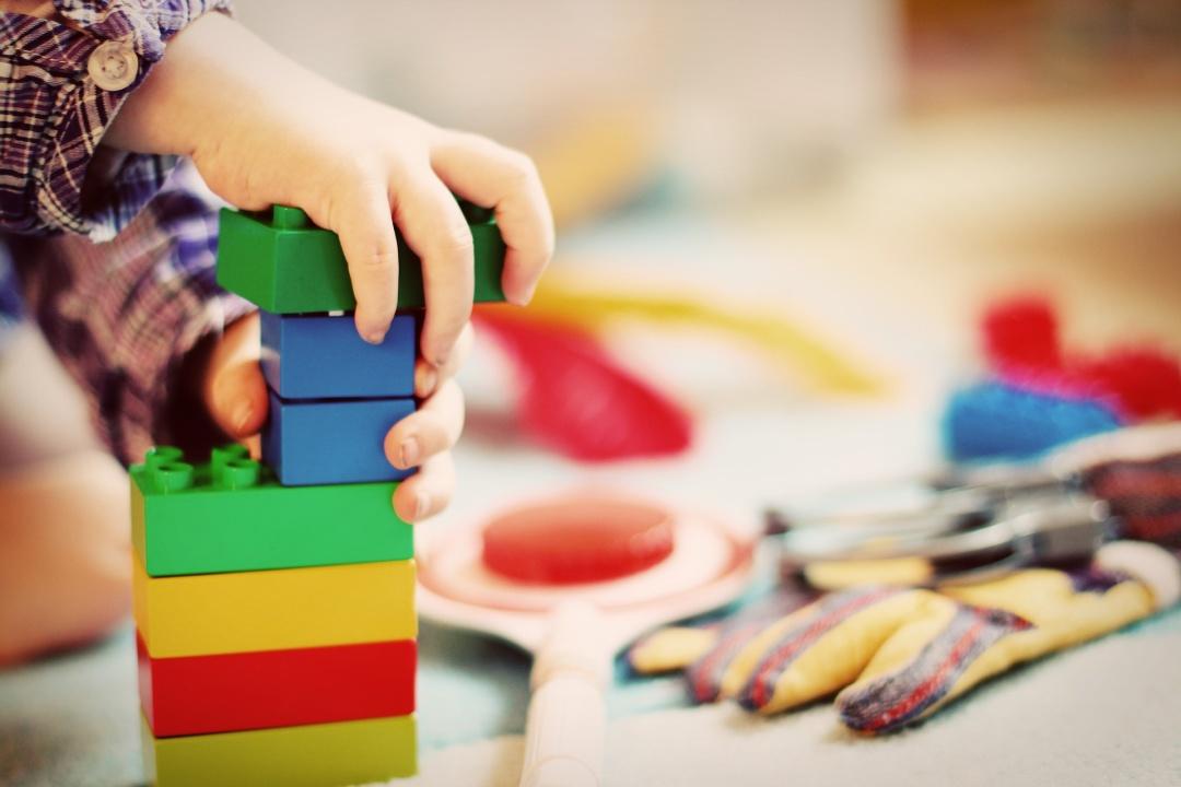 Игрушка под елку: как подобрать подарок для ребенка