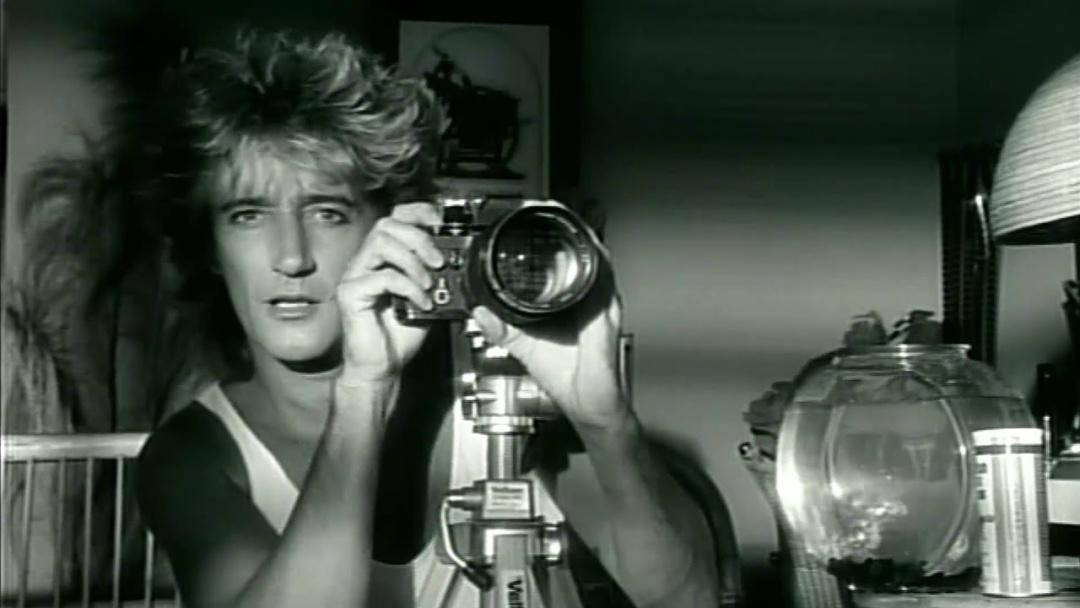 """Род Стюарт  у хітовому відеокліпі """"Шалене кохання"""" (""""Infatuation"""")"""