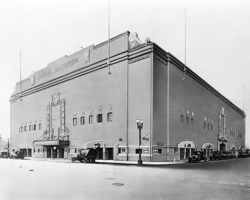 """залі""""Grand Olympic Auditorium"""" у Південному Лос-Анджелесі, Каліфорнія, 1930 р."""