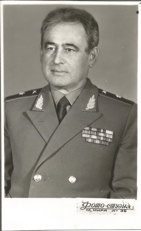 Фото 3 – генерал-майор Кіроянц