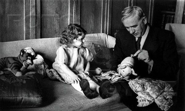 Корній Чуковський з молодшою донечкою Марією (Мурочкою)