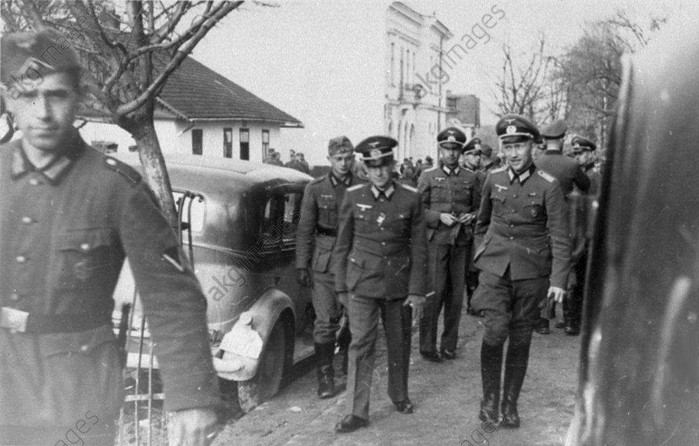 Ернст Юнгер (перший праворуч), Україна, 1942