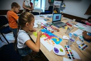 Львовские активисты собирают средства на проект онлайн-лекций для детей об искусстве