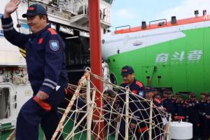 Китайський підводний човен занурився на дно Маріанської западини