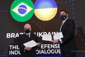 Ucrania y Brasil acuerdan cooperar en la industria de defensa