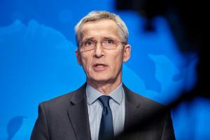 Russland lässt weiter Truppen an Grenzen der Ukraine, NATO muss wachsam bleiben - Stoltenberg