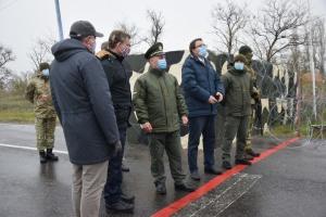Британские дипломаты посетили КПВВ с оккупированным Крымом