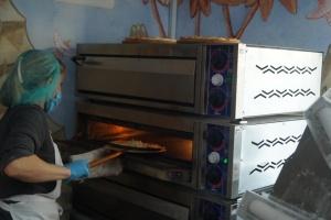 В Дрогобыче открыли пиццерию, к работе в которой привлекли людей с инвалидностью