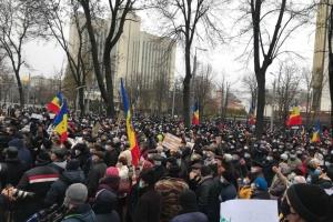 «Долой мафию»: сторонники Санду требуют досрочных парламентских выборов в Молдове