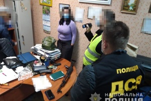 У Києві затримали нотаріуса на хабарі в 1,2 мільйона
