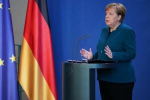 Меркель заявляет о рисках в случае отказа от патентов на COVID-вакцины