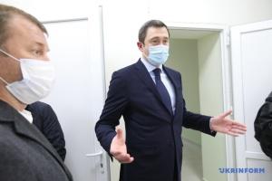 Чернишов заявляє про шахраїв, які тероризують його міністерство