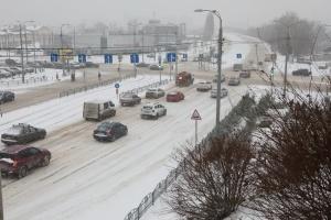 Розчищення доріг, пункти обігріву та опалення: в Україні готуються до погіршення погоди