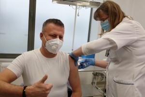 У Польщі вакцинуватимуть від COVID-19 на підприємствах