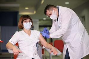 МОЗ Польщі: 90% медиків отримали щеплення, третя хвиля пандемії їх оминає