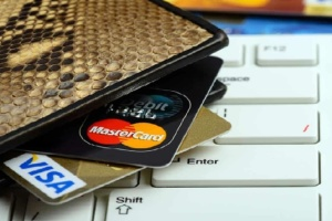 """3000 грн на рік за платіжну картку: """"жахалки"""" від банкірів чи неминуче майбутнє?"""