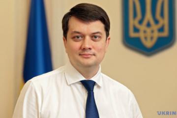 Razumkov alienta a los parlamentarios a ayudar a los niños en el Día de San Nicolás