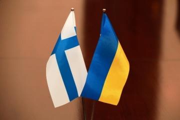 Ministros de Exteriores de Ucrania y Finlandia debaten la cooperación para contrarrestar las amenazas híbridas
