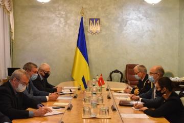 Dinamarca lista para cooperar con Ucrania en el sector de la construcción naval