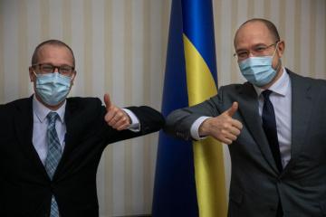 Shmygal: Ucrania espera la asistencia de la OMS para obtener vacunas contra COVID-19 lo más antes posible