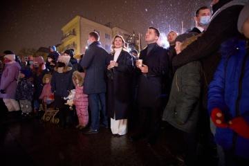 """Ehepaar Selenskyj besucht Vergnügungspark """"Nikolaus begrüßt Freunde"""""""