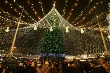 キーウ市中心部の新年ツリーが点灯