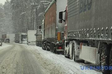 135 Lkws warten vor Grenzübergang auf Einreise in Rumänien