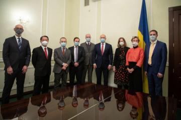 シュミハリ首相、G7大使とコロナワクチン購入などにつき協議