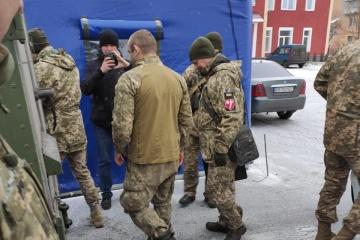 ウクライナ軍人1名、被占領地から帰還