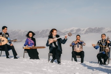 """""""Shchedryk"""" interpretado con instrumentos nacionales azerbaiyanos"""