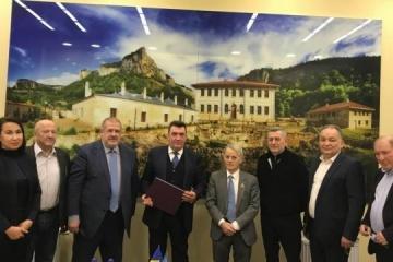 NSDC secretary discusses de-occupation of Crimea with Mejlis representatives