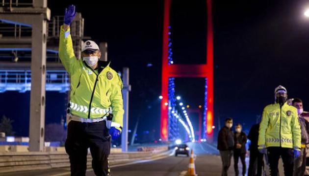 Туреччина посилила комендантську годину через коронавірус