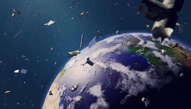 На орбіту запустять корабель, що прибиратиме сміття «руками-щипцями»