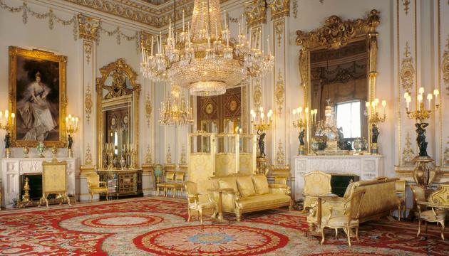 Фотографії й королівські ордени: слуга Єлизавети ІІ вкрав з палацу речей на £100 тисяч
