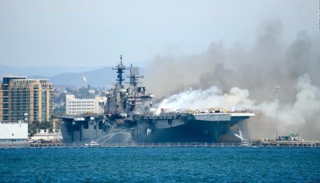 В США утилизируют десантный корабль, который горел четыре дня