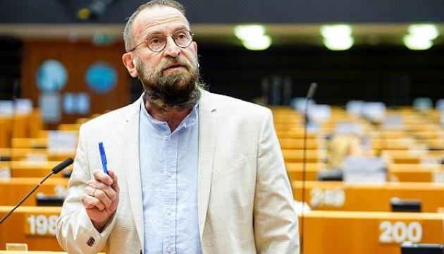 Євродепутат від Угорщини подав у відставку після секс-вечірки та порушення карантину