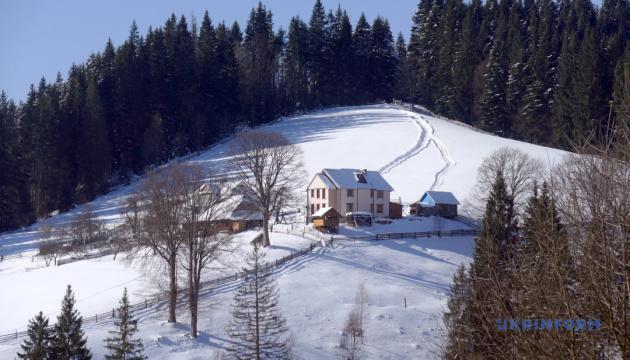 Для зимнего отдыха в Карпатах разработали 8 новых туров
