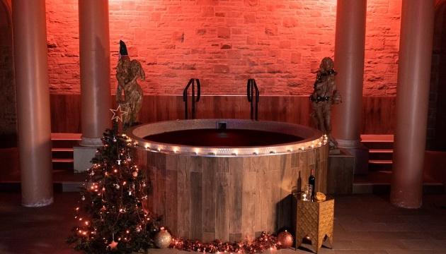 В Британии туристам предлагают расслабиться в горячей ванне с глинтвейном