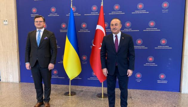 Глава МИД Турции станет почетным гостем конференции украинских послов